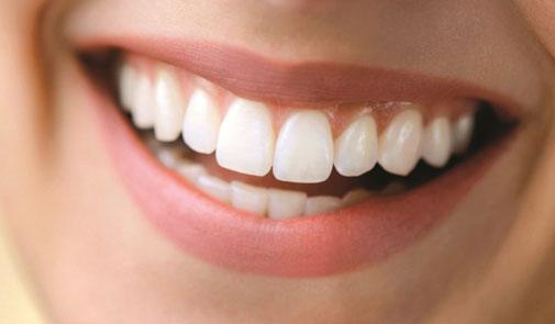 أسنانكم ناصحة البياض بواسطة الفحم !