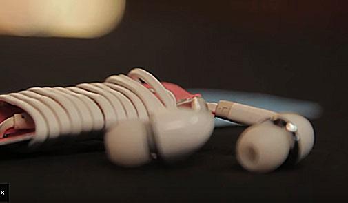 تويشيات - طريقة سهله وعمليه لربط وحمل سماعات الهاتف
