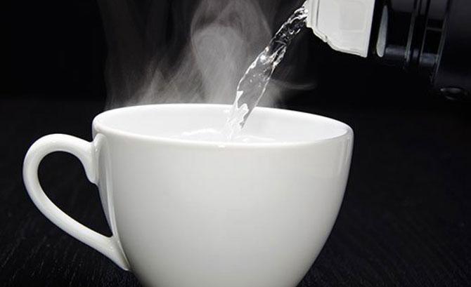 اهم فوائد شرب الماء الساخن